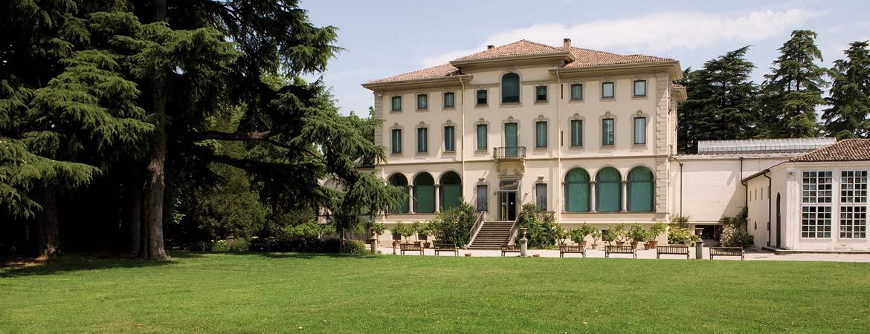 italian botanical heritage villa magnani rocca. Black Bedroom Furniture Sets. Home Design Ideas